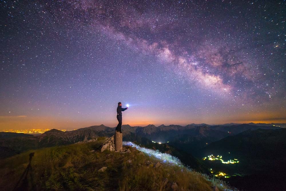 Ψάχνοντας τα μυστήρια από το σύμπαν.